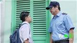 Xem  phim Gạo nếp gạo tẻ tập 97: Hân, Hương và Minh phát hiện bố nghỉ dạy đi làm bảo vệ