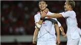 Indonesia 1-3 Việt Nam: Fan Việt 'ngả mũ' trước màn trình diễn đỉnh cao của Hùng Dũng
