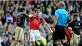 Cách đây 10 năm: Garry Neville đối đầu nảy lửa với Carragher trong trận derby nước Anh
