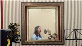 Cô giáo dịch và hát ca khúc thiếu nhi Việt Nam bằng tiếng Anh