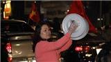 Chùm ảnh: Người hâm mộ vỡ òa trong hạnh phúc khi đội tuyển Việt Nam vào Tứ kết