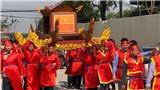 Đầu Xuân về làng Ném Thượng xem lễ hội chém lợn