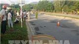 Quảng Ngãi: Xe tải chở gỗ dăm mất lái, đâm 2 người thương vong