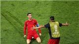 'Ronaldo là quái vật', 'Ronaldo là Thánh gánh team', 'Messi khốn khổ chạy theo Ronaldo'