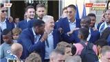 Pogba bắt nhịp hát vang bài ca tôn vinh Kante, Tổng thống Pháp nhảy Dab cực điệu nghệ