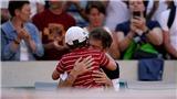 Pháp mở rộng: Xúc động khoảnh khắc con trai chạy vào sân an ủi bố thua cuộc