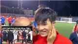 VIDEO: Thầy Park hôn Hoàng Đức thắm thiết ngay trước ống kính máy quay