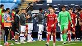 Man City xếp hàng vỗ tay chào đón trước khi khiến Liverpool ê mặt tại Etihad