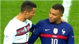 CĐV phát sốt vì khoảnh khắc thân mật đáng yêu giữa Ronaldo và Mbappe