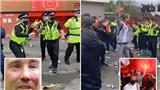 VIDEO: Kinh hoàng cảnh CĐV MU ném chai lọ vào cảnh sát