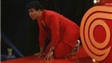 'Thách thức danh hài' tập 12: Trấn Thành xin số điện thoại của 'gái lạ', bò cả xuống sàn xem cảnh 'hôn nhau'