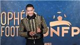 Depay gây sốt khi diện đồ Michael Jackson để đi nhận thưởng