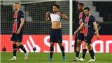Hàng rào PSG bị chỉ trích vì để lọt cú sút phạt thảm họa của Mahrez