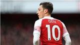 Cesc Fabregas: 'Mesut Oezil không phải là thủ lĩnh mà Arsenal cần'