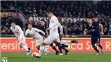 Cristiano Ronaldo gây sốt khi biến Chris Smalling thành 'trò hề'
