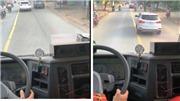 Ngẫm từ việc một xe con không nhường đường cho xe cứu hỏa: Việc quá dễ sao không làm được?