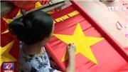 VIDEO thăm ngôi làng hơn 70 năm may cờ tổ quốc