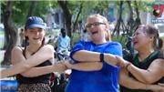 VIDEO: Tác dụng không ngờ của 'Yoga cười'