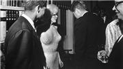 Tiết lộ về bộ váy đính 4.000 viên kim cương giả Marilyn Monroe mặc trong tiệc sinh nhật Tổng thống Kennedy