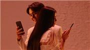 'Tiệc trăng máu' tung MV nhạc phim phơi bày những giả dối trong chiếc điện thoại