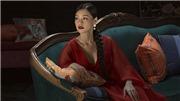Bùi Lan Hương hát 'Đóa bạch trà' nhạc phim 'Gái già lắm chiêu V'