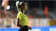 Nữ trọng tài xinh đẹp tước bàn thắng của Thái Lan ở chung kết SEA Games gây sốt