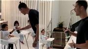 Clip Cristiano Ronaldo dạy con rửa tay tránh COVID-19 gây sốt