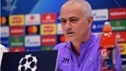 Mourinho: 'Tôi đang đu mình trên ban công tầng 4 và có thể buông tay lúc này'