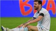 Hé lộ hình ảnh Argentina đá vô tổ chức và kỳ cục ở trận hòa Paraguay