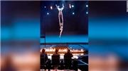 VIDEO 'Got Talent Mỹ': Chồng tuột tay khiến vợ rơi thẳng xuống đất trong lúc nhào lộn trên cao