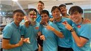 Tiến Linh được đồng đội tổ chức sinh nhật trước ngày xả trại