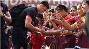 Văn Lâm nhận mưa lời chúc trong ngày sinh nhật tuổi 27