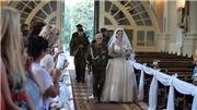 Anh hùng Thế chiến II kiên cường trong 'nhiệm vụ' cuối cùng, dẫn cháu gái vào lễ đường