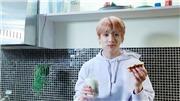 Jungkook quá đẹp trai khi đi… chôm đồ, hớn hở khi bị phát hiện