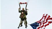 VIDEO: Cựu binh 97 tuổi nhảy dù kỉ niệm 75 năm trận chiến D-Day