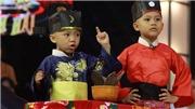 Thách thức danh hài: 5 'chú tiểu' Bồng Lai hóa Bao Công khiến Trấn Thành cười 'té ghế'