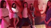 BLACKPINK tung video bất ngờ với 'thành viên thứ 5'