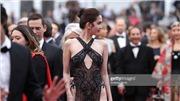 VIDEO: Cận cảnh quá trình thực hiện và thử chiếc váy tai tiếng của Ngọc Trinh tại Cannes