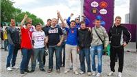 Trực tiếp từ Ba Lan: Cổ động viên Nga đổ về Warsaw