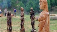 Những bức tượng nhà mồ 'ngập' hồn ở Hà Nội