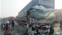Xe khách và xe container tông trực diện, 7 người bị thương