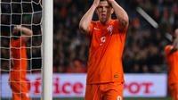 Huntelaar bỏ lỡ cơ hội ghi bàn mười mươi cho đội tuyển Hà Lan