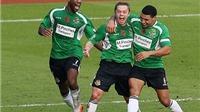 Cựu cầu thủ Man United thực hiện rabona siêu đẳng đến nỗi Lamela phải ngã mũ