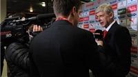 Arsene Wenger không bỏ rơi Szczesny vì sự cố hút thuốc