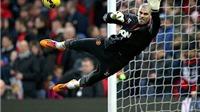 Đêm mai, Victor Valdes ra mắt Man United: Những kỳ vọng ở một vai phụ