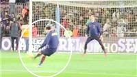 Xem Lionel Messi phô diễn kĩ năng 'cứa lòng' thiên tài trước Ter Stegen