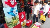 Thị trường quà tặng Valentine kém 'rộn ràng' trong ngày cận Tết