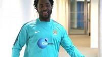 Wilfried Bony cuối cùng đã đặt chân tới Man City