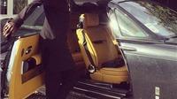Adebayor khoe siêu xe trị giá 360.000 bảng trên sân tập của Tottenham