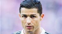 HÀI HƯỚC: Fan đề nghị Cristiano Ronaldo đổi... bạn gái lấy áo đấu